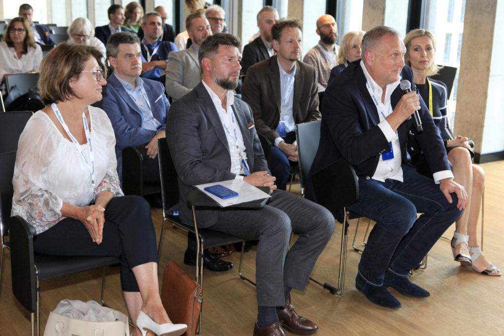 od lewej w pierwszym rzędzie: Kasia Sudbury, Jakub Potrzebowski, Paweł Kowalewski, Dagmara Szulce